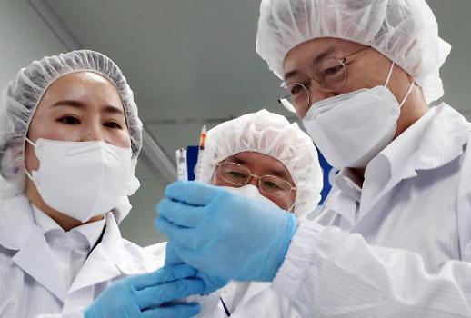 文在寅视察新冠疫苗专用注射器厂商