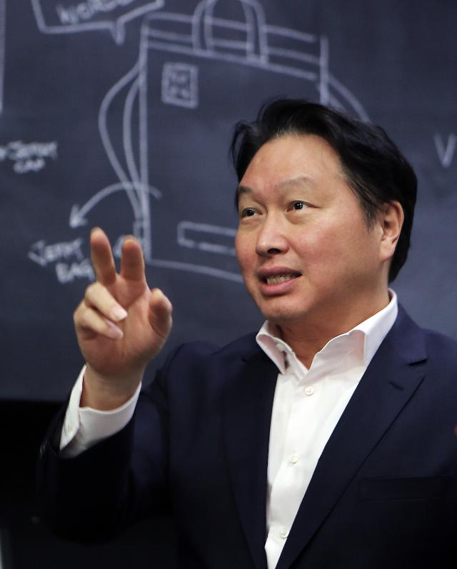 """최태원 SK 회장 """"배터리 시장, 협업·소통 능력이 매우 중요"""""""