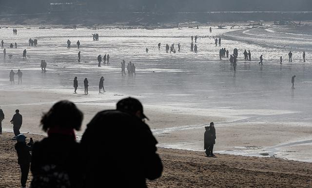 [날씨] 21일도 포근한 날씨…낮 최고기온 23도까지 오르는 곳도