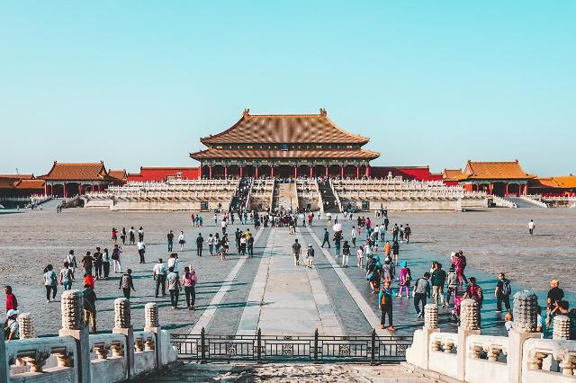 [NNA] 中 지난해 국내 관광객 52% 감소한 28.8억명