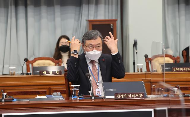 """靑 """"신현수 수석, 文대통령에 거취 일임""""…업무 복귀 일단락"""