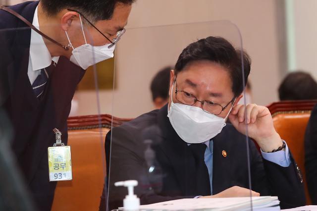 """박범계 장관 """"추미애 버전2 아냐""""…인사 과정 침묵"""