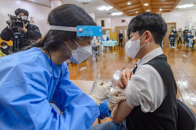 """韩政府肯定辉瑞疫苗有效性 """"免疫战""""谁打头阵引关注"""