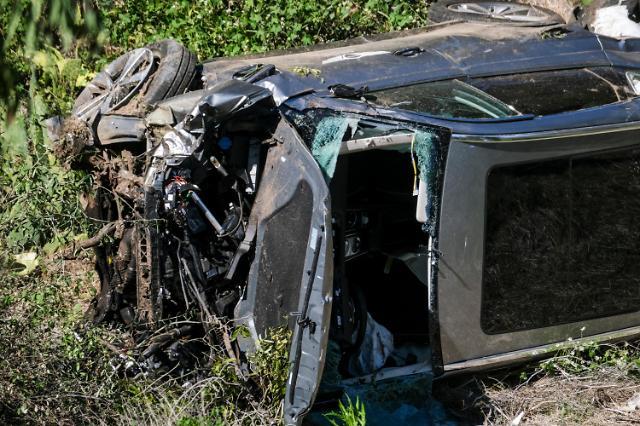 [슬라이드 뉴스] 차량 전복 사고 당한 골프神 타이거 우즈