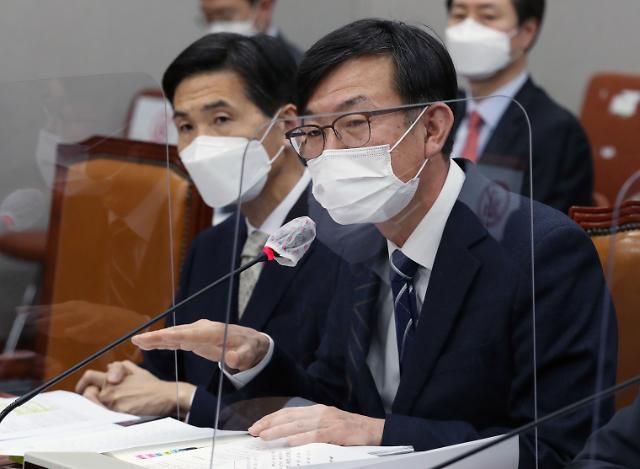 """김상조 """"4차 재난지원금, 20조 수준…가덕도신공항 이견 없게 지원"""""""