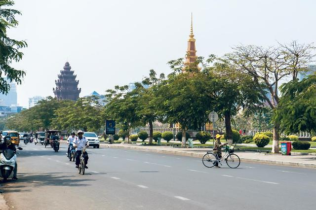 [NNA] 캄보디아 집단감염 확대... 봉쇄 전 준비 필요