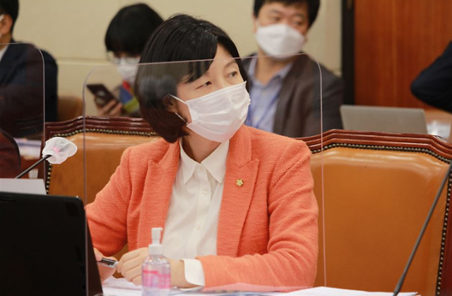'방송사·홈쇼핑 연계편성' 관행...법으로 막는다