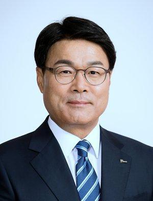 최정우 포스코 회장, 철강협회 3년 더 이끈다