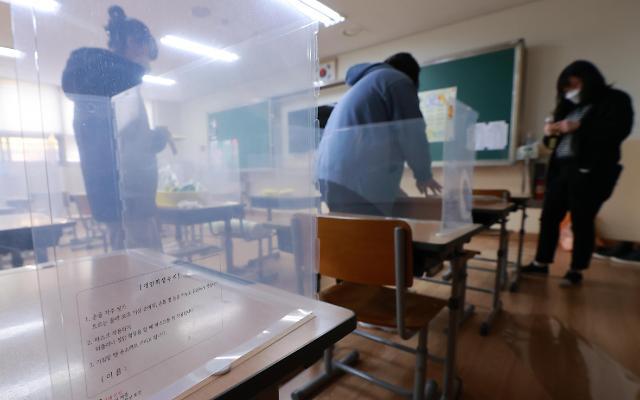 韩各级学校明开学 幼儿园小学低年级高三到校上课