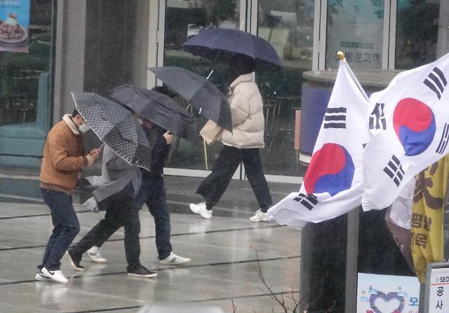 [내일 날씨] 전국 대부분 오전 중 눈·비 그쳐···최저 기온 -5~5도