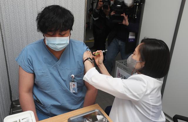 [코로나19] 대한감염학회, 보건의료 종사자 백신 접종 적극 권고