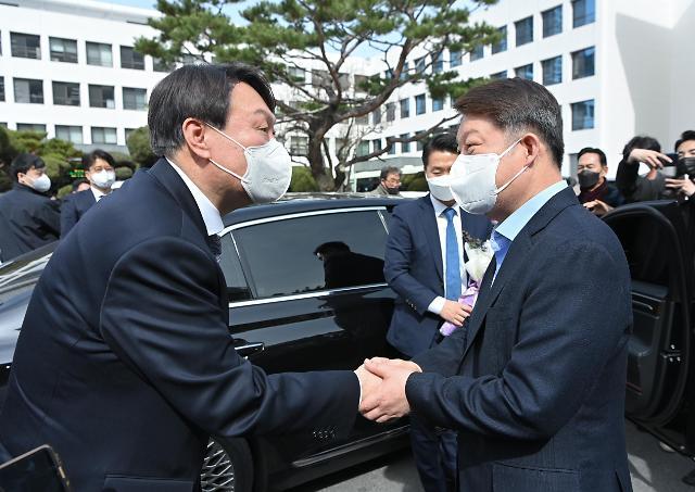 [포토] 대구에서 만난 윤석열 검찰총장과 권영진 대구시장