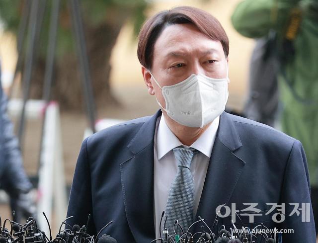 [뉴스분석] 1시간 45분 만에 속전속결…文, 윤석열·신현수 사의 동시 수용