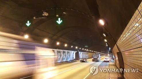 [팩트체크]터널 CCTV로 진로변경한 차 단속?…사실무근