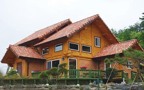 코로나19에 자연친화적 목조주택 통나무항토주택 인기