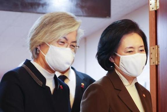 강경화, 박영선 캠프 합류…文정부 장관 출신 4명으로 늘어