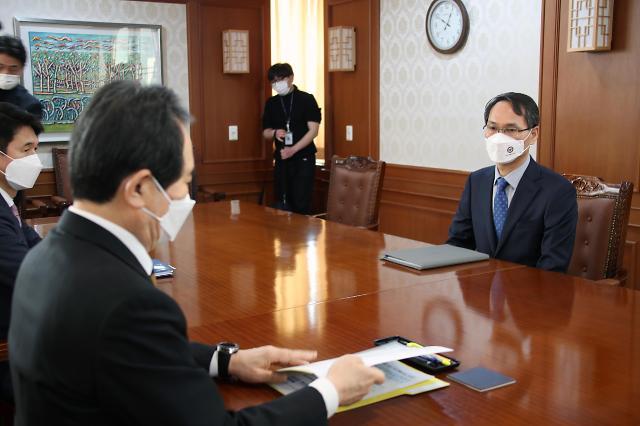 [포토] LH 신도시 투기 의혹 사건 수사 관련 보고하는 남구준 본부장