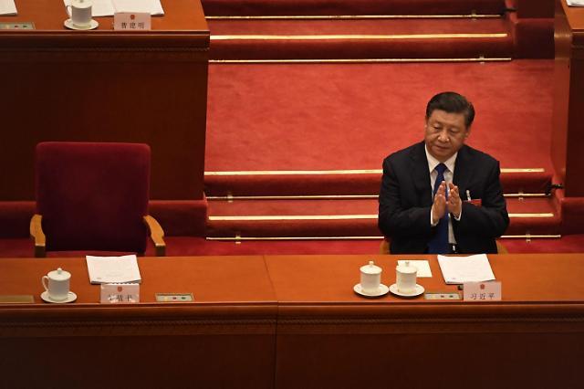 [포토] 전인대 상무위원장 업무보고에 손뼉 치는 시진핑