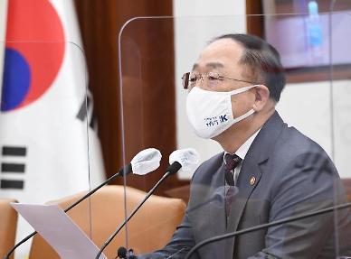홍남기 차량용 반도체 부족 3분기까지 지속… 입출국·통관 간소화 지원
