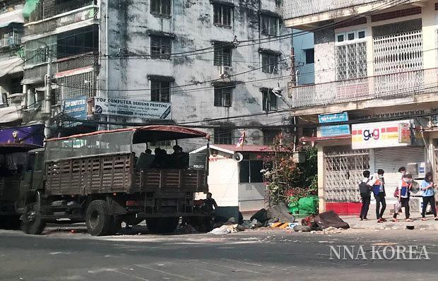[NNA] 미얀마 지역봉쇄 시위대 구속 나서