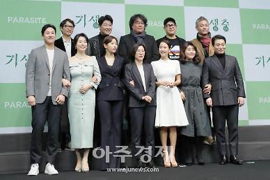 [종합] 기생충, 제40회 황금촬영상 작품상…송강호 연기 대상