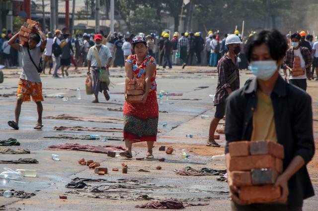 정부, 미얀마에 군용물자 수출 중단·ODA 재검토...이례적 고강도 조치