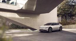 .  Kias EV6 electric vehicle boasts distinctive crossover-inspired design.
