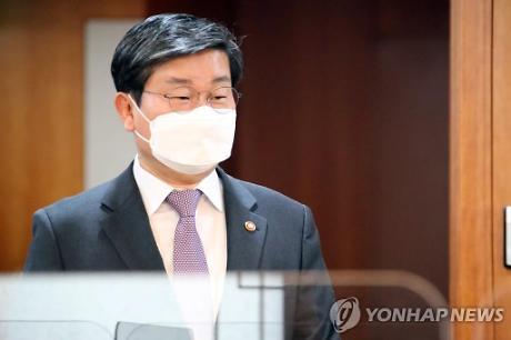 """전해철, 前보좌관 투기설 일축...""""악의적 가짜뉴스"""""""