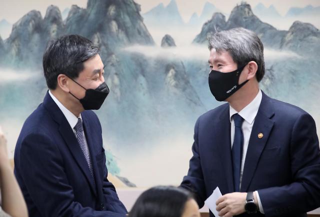 """이인영, 대북 지원 재개 요청에 """"원칙적 공감...검토할 것"""""""