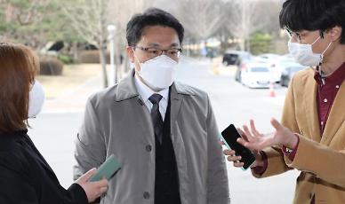 이성윤 비공개 면담 논란…김진욱 검사 면접 몰두