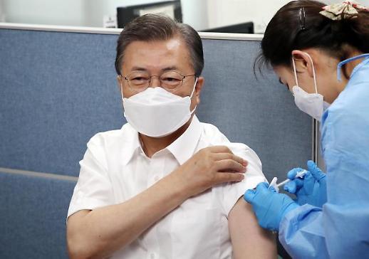 韩国总统文在寅夫妇接种疫苗