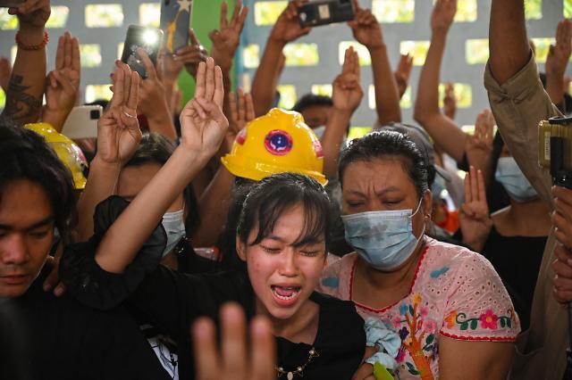 """[아주 돋보기] """"지면 북한, 이기면 한국""""…미얀마서 퍼지는 구호"""