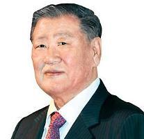 現代自グループの鄭夢九名誉会長、経営から完全に退く