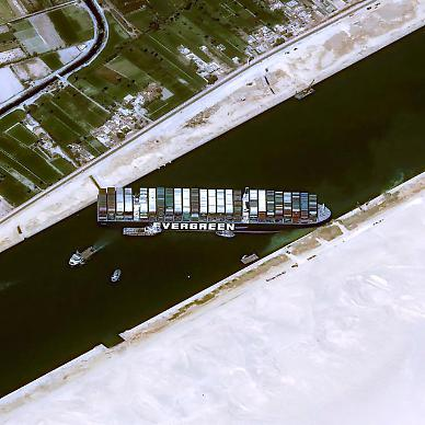 [수에즈 운하 마비] 시간당 4억달러 물류 손해…세계 공급망의 비명