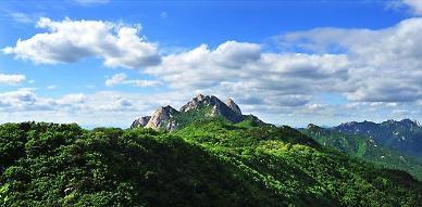 봄철 국립공원 나들이 인기...자연 속에서도 방역은 필수