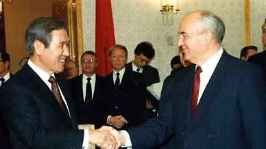 [외교문서] 노태우, 소련과 수교하려 주한미군 철수까지 언급