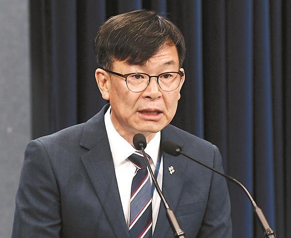 """김상조 경질, 與 """"당연한 조치"""" 野 """"신형 법꾸라지, 자아분열"""""""