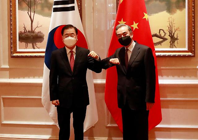 韩中外长重申将共同推进韩半岛和平进程