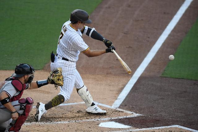 [슬라이드 뉴스] 김하성, MLB 공식 첫 선발에 멀티히트 쾅