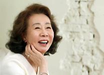 映画「ミナリ」のユン・ヨジョン、全米映画俳優組合賞助演女優賞受賞