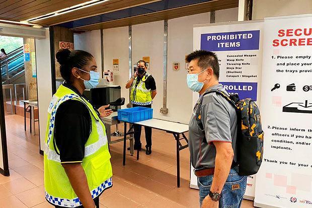 [NNA] 싱가포르 MRT 역, 테러대비 보안검사 강화