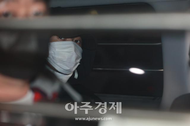 [포토] 취재진 바라보는 노원 세 모녀 살인범 김태현