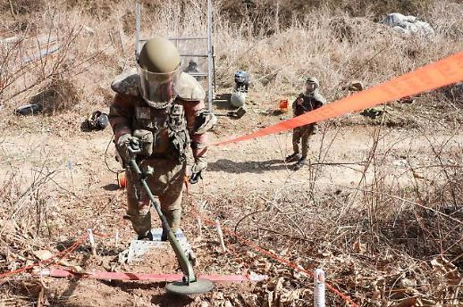 韩军在非军事区排雷