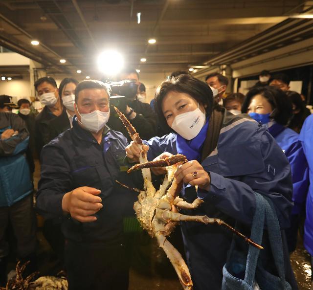 [4‧7 재보선] 노량진 수산시장 방문한 민주당 박영선 서울시장 후보