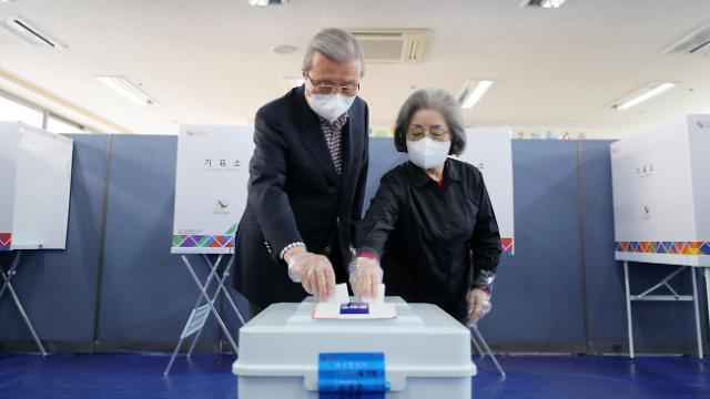 [포토] 투표하는 국민의힘 김종인 비대위원장