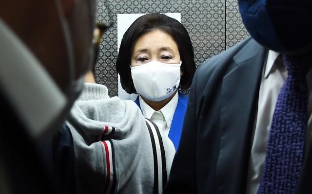 """[4·7 재보선] 박영선, """"수고들 많으셨다..."""" 담담하게 캠프 방문"""