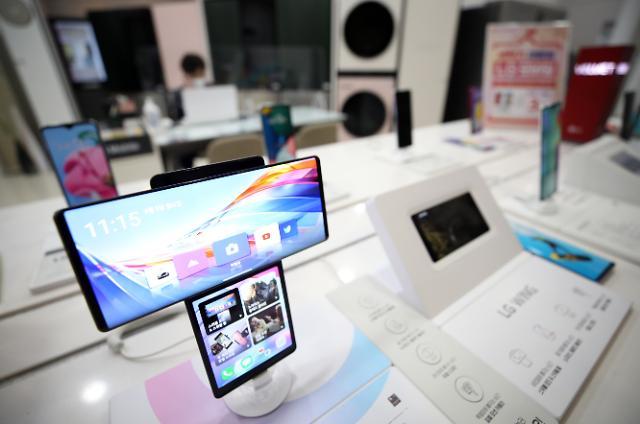 """""""LG 휴대폰, 최대 3년 책임집니다""""…OS 업그레이드·페이 지원"""