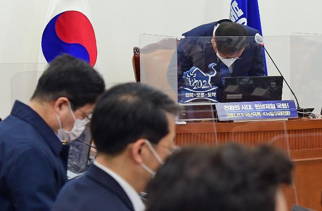 """재보선 참패 與, 지도부 총사퇴 오늘 중 결정...김태년 """"성찰·혁신으로 응답"""""""
