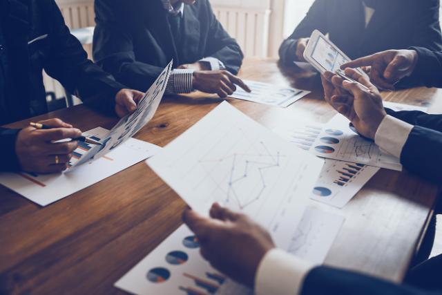 """한경연 """"주요기업 58%, 경제 불확실성에 투자 계획 축소"""""""
