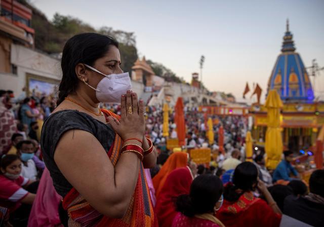"""[코로나19] 인도 하루 14만명 감염…""""끝이 안보인다"""""""